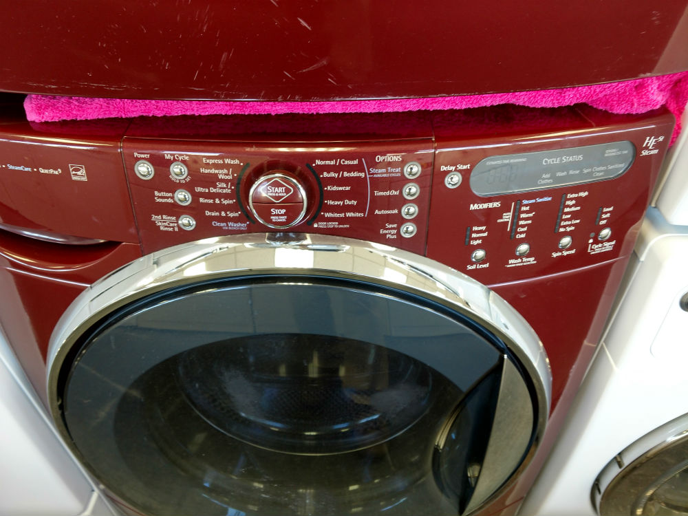 Deep red washer